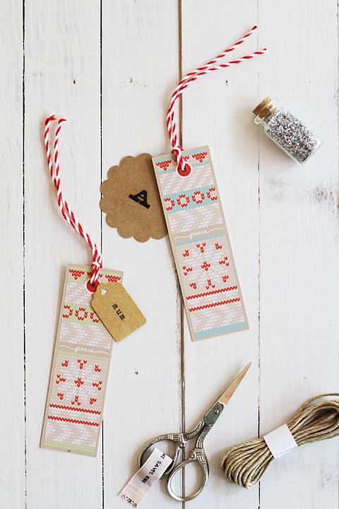 Kötött mintás karácsonyi ajándékkísérő