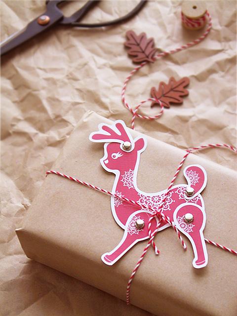 Karácsonyi ajándékkísérő rénszarvas